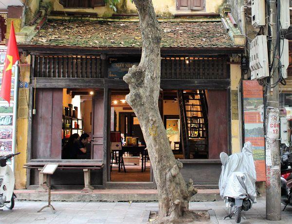 Ngôi nhà cổ trăm tuổi giữa lòng Hà Nội hút nhiều du khách ghé thăm