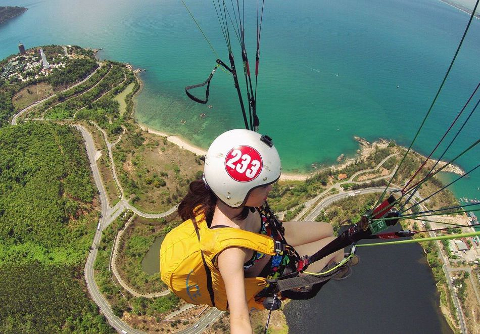 Kinh nghiệm bay dù lượn mạo hiểm ở Đà Nẵng dành cho du khách