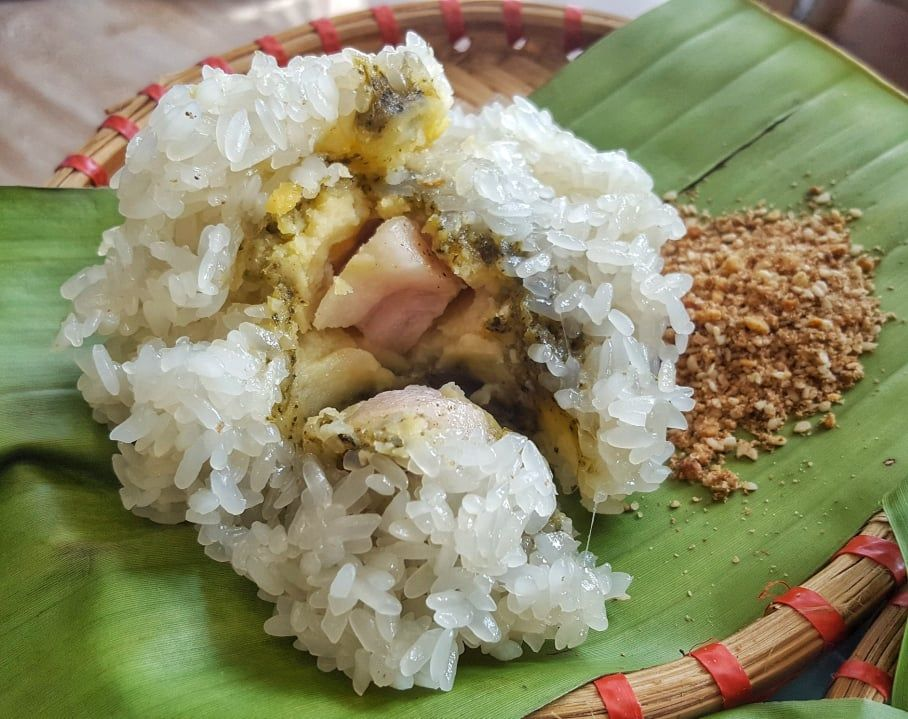 """Khuc Cake - a rustic and fragrant """"gift"""" of the Hanoian"""