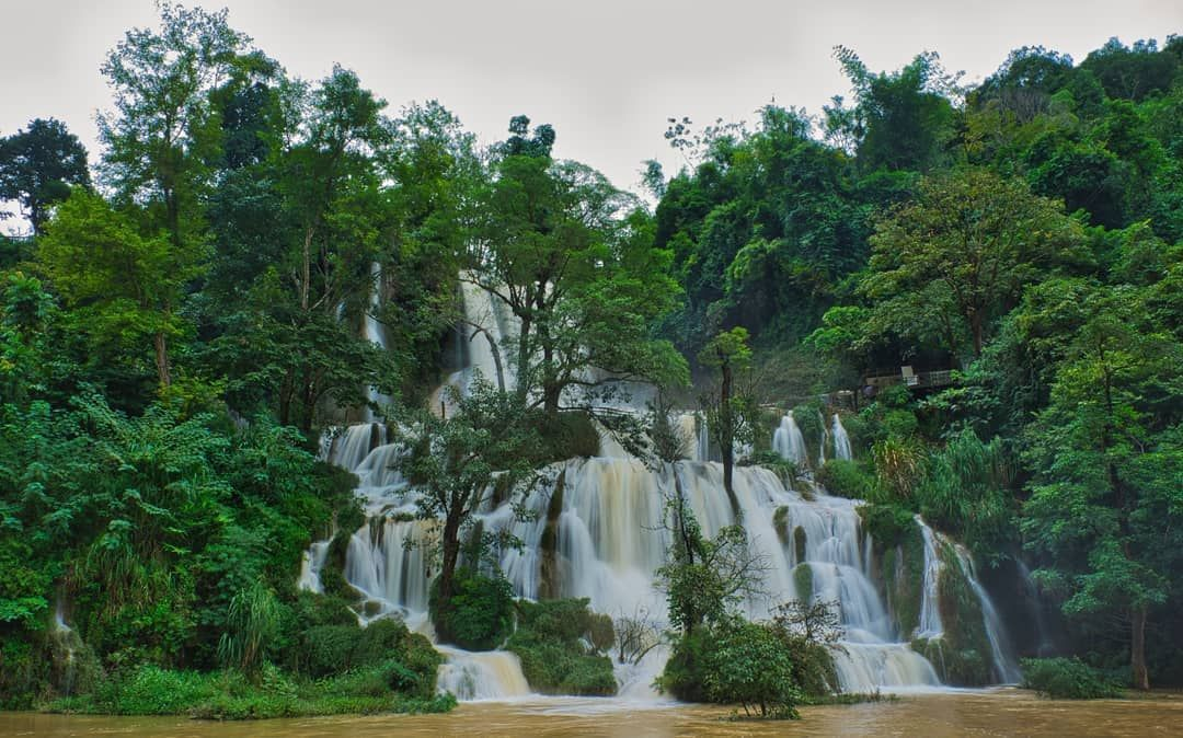 The beautiful and romantic Dai Yem waterfall in the heart of Moc Chau