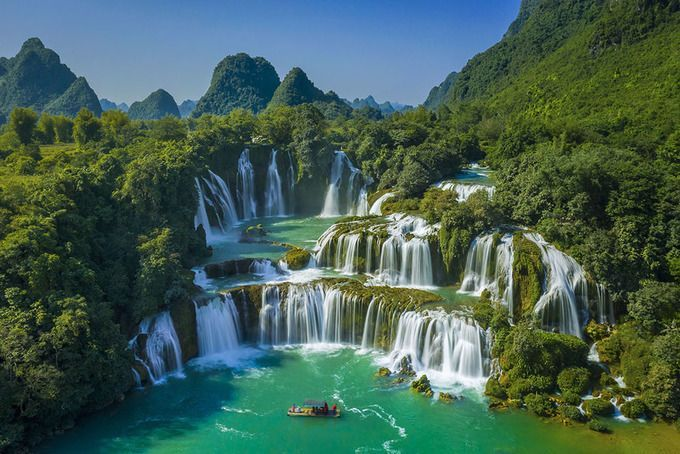 Captivated by Ban Gioc waterfall - the most beautiful waterfall in Vietnam