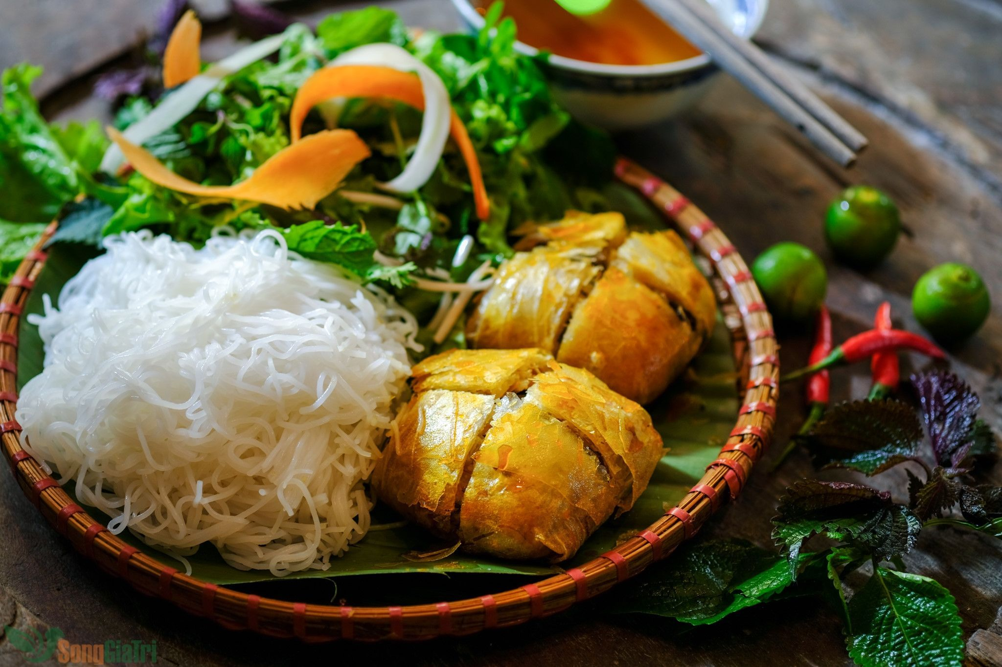 Coming to Hai Phong to enjoy the unique crab spring rolls