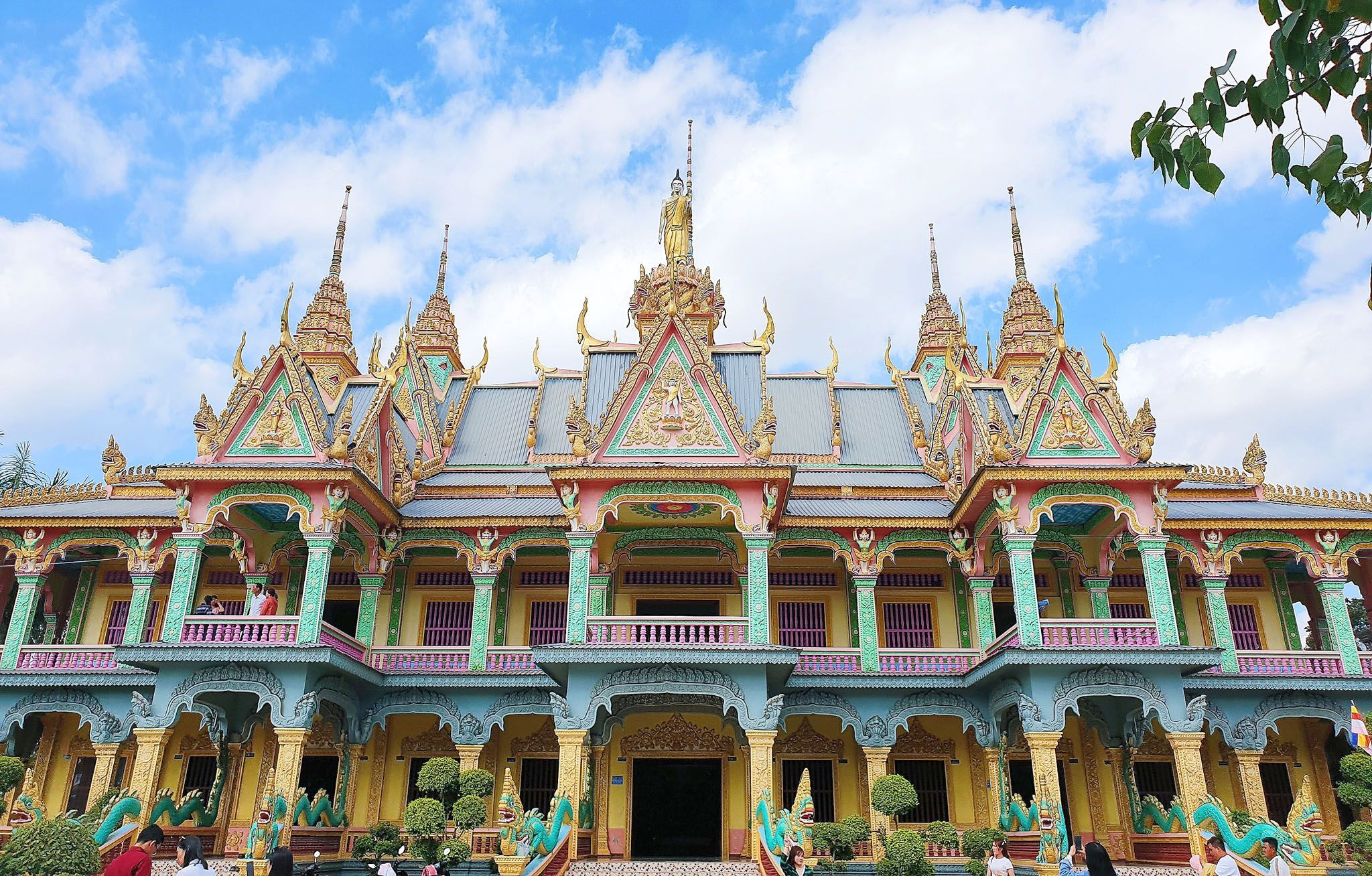 The impressive architecture of Som Rong Pagoda - the pagoda with the largest reclining Buddha in Vietnam