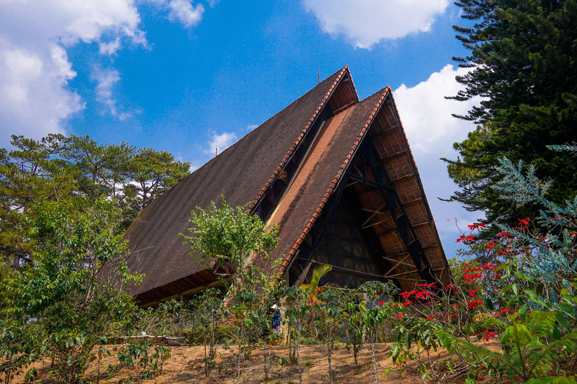 4 nhà thờ hút du khách nhất Đà Lạt nhờ kiến trúc ấn tượng