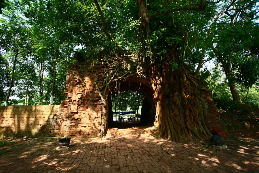 Khám phá Thành cổ Sơn Tây bằng đá ong duy nhất ở Việt Nam