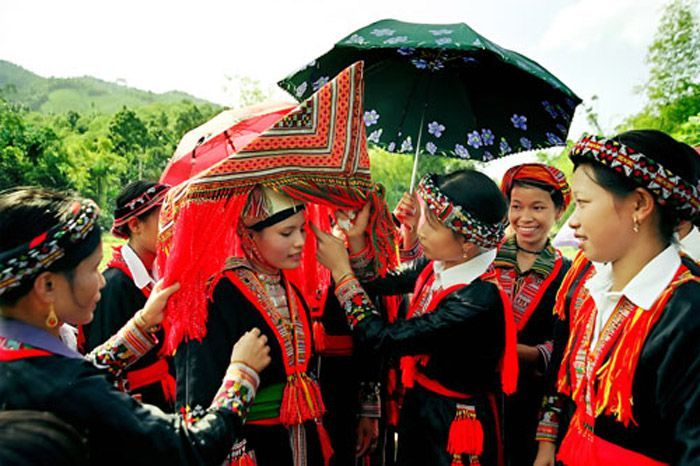 """The unique customs of """"wife catching"""" and organising a wedding ceremony of the Hmong people"""