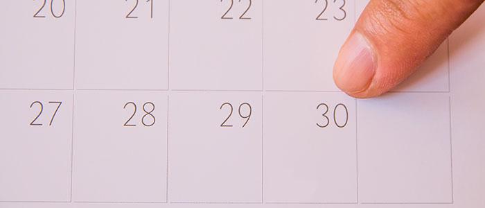 具体的に日付を指定すること
