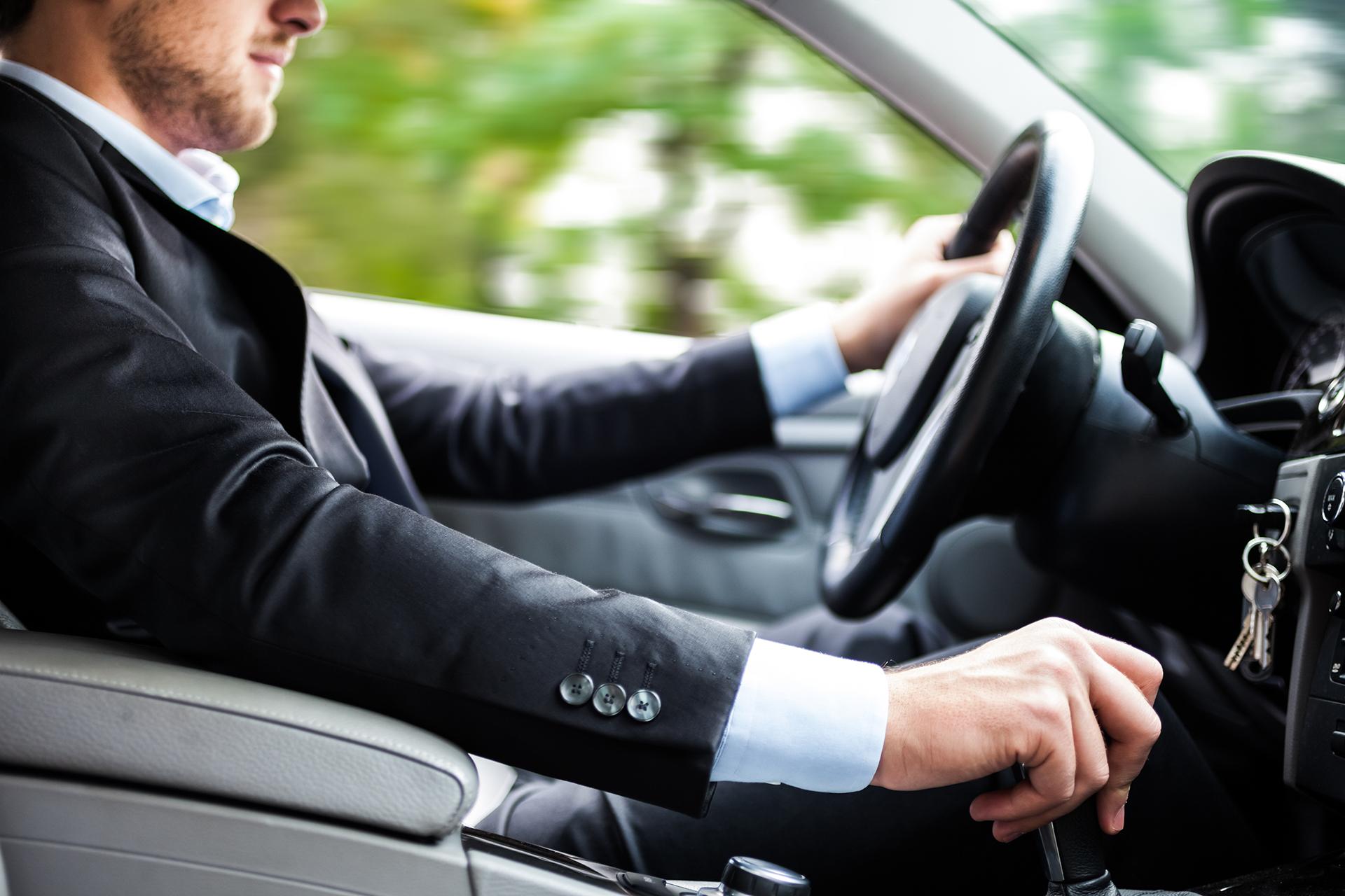 モテる男の条件に車は必要?女性ウケする車選びのポイント