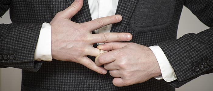既婚者であることを隠さない