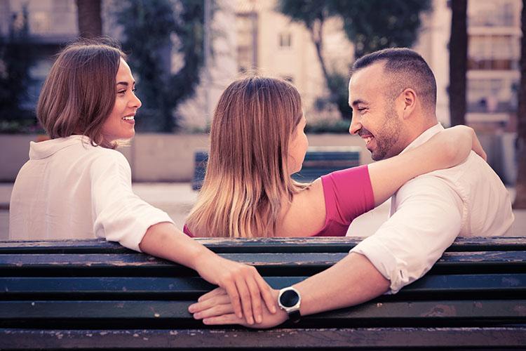 恋愛の三角関係を解決するには?対処法を知れば悩みもスッキリ