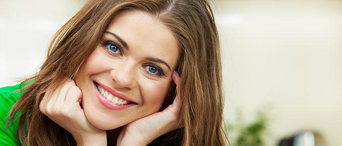 常に笑顔を心がける - 恋愛のきっかけをつくる方法