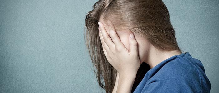 恋人がいないと不安になってしまう - すぐに別れる女性の特徴