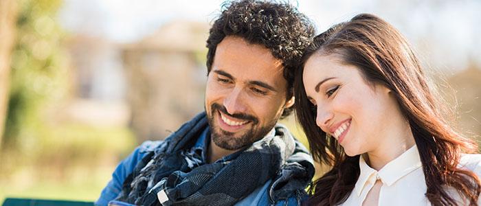 いつも笑顔でいる - バカップルの特徴は?