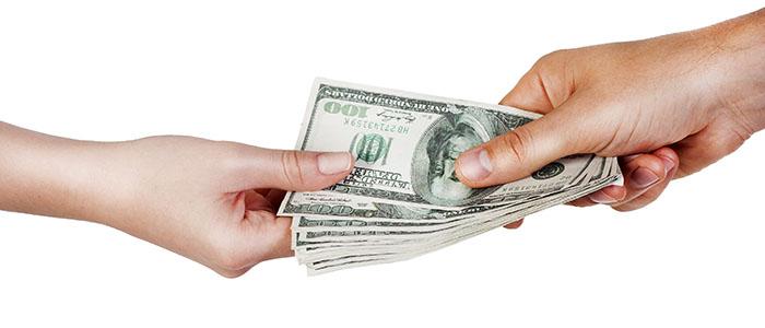 貸していたお金や物を急に返される - 別れ話の予兆を確認しよう