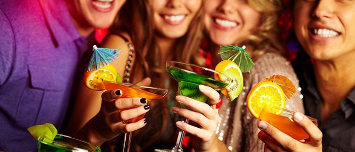 合コンや飲み会に参加しない - 恋愛に無関心な女性の特徴