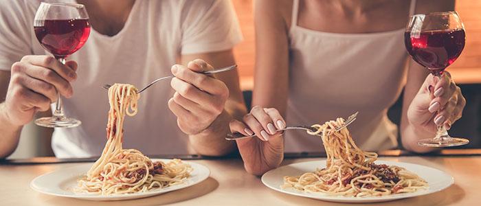 好きな食べ物を聞いておく - 気になる女性をデートに誘うテクニック
