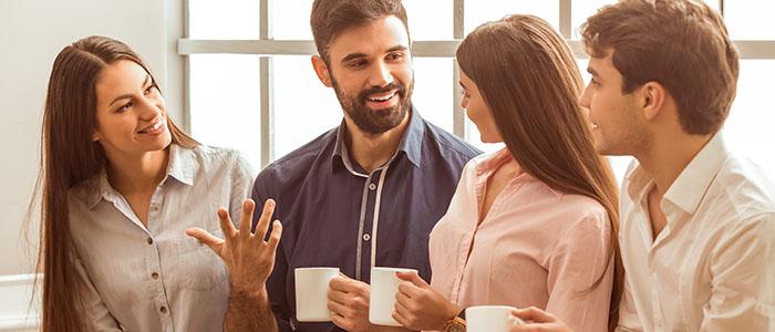 職場の同僚に紹介を頼む - 社会人におすすめの出会いスポット
