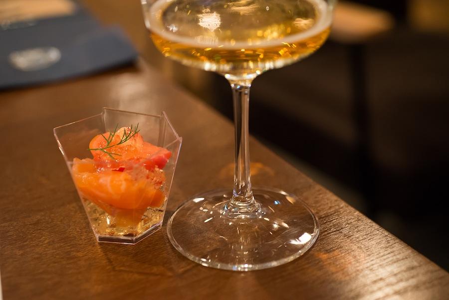 サーモンのマリネとランジェルスジュレ、フルーツトマト