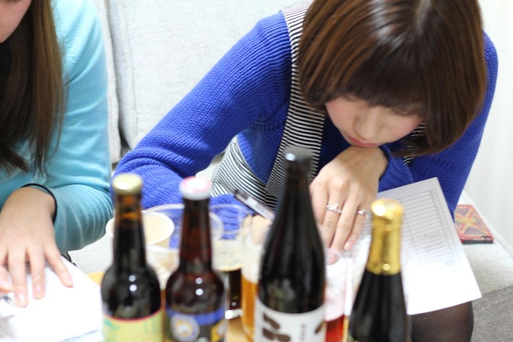 バレンタインにあうかの採点中...:ビール好きな彼にプレゼントしたい、バレンタインギフトにおススメのクラフトビール(天野麻菜×yucco)
