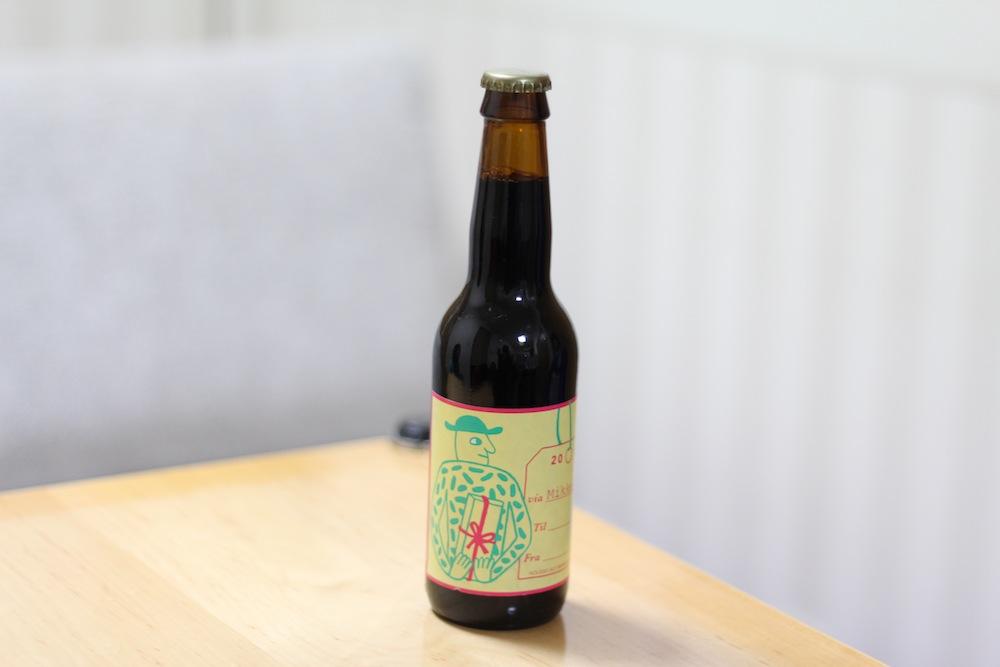 X-mas porter 2013 Fra Via Til , Mikkeller(デンマーク):ビール好きな彼にプレゼントしたい、バレンタインギフトにおススメのクラフトビール(天野麻菜×yucco)