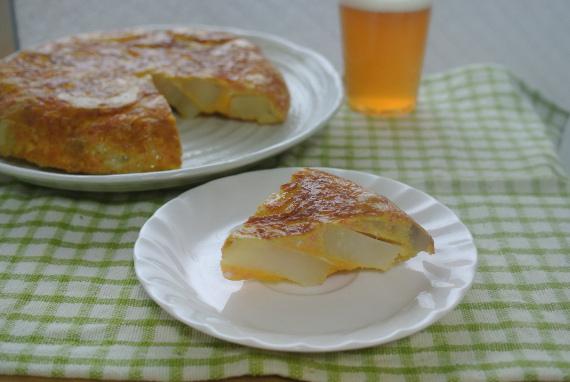 今回はフランスの家庭料理キッシュを紹介します。多くの人が思ってるよりも簡単にできちゃうレシピを紹介しています。