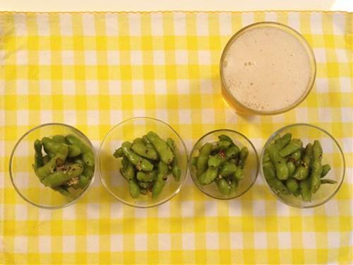 """番の美味しいおつまみ""""えだまめ""""。お店に行ったら必ずあるし自宅でも冷凍などを使って気軽に味わうことができるけどいつも塩味ですよね。 そんないつもの""""えだまめ""""からビールがもっとすすむアジアのステップアップおつまみをご紹介します。本場の台湾では八角を入れたり炒めたりして作りますが今回は手軽な調味料で冷凍の枝豆でも作れるレシピをご紹介します。"""