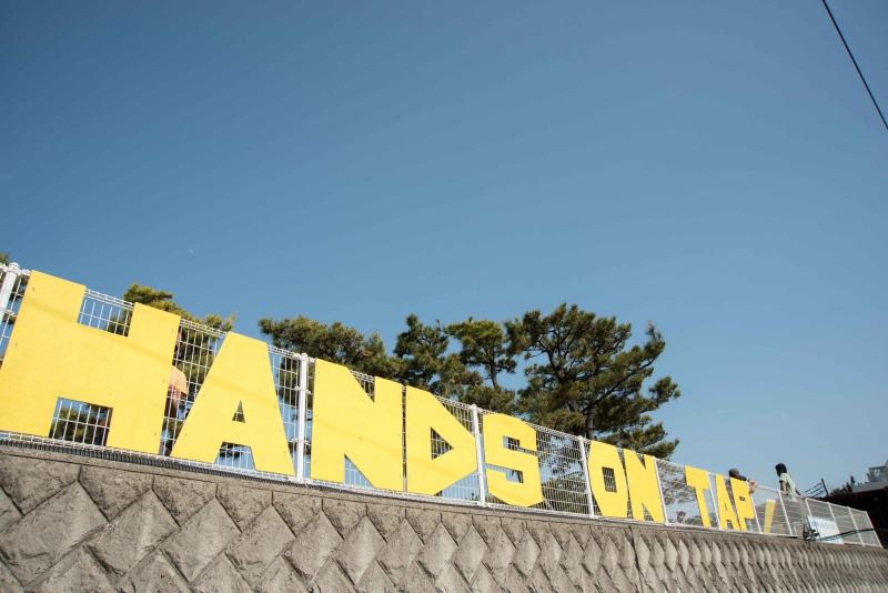 handsD7N_3895