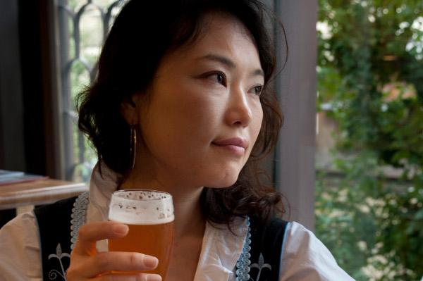 ディアンドル ビール 女子