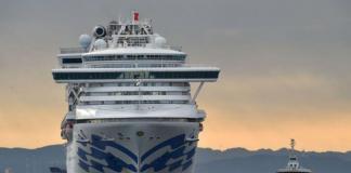 Passageiros isolados em navio na costa do Japão se sentem enjaulados