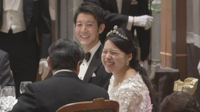 守谷絢子さんと夫の慧さんの結婚祝う晩さん会 | NHKニュース