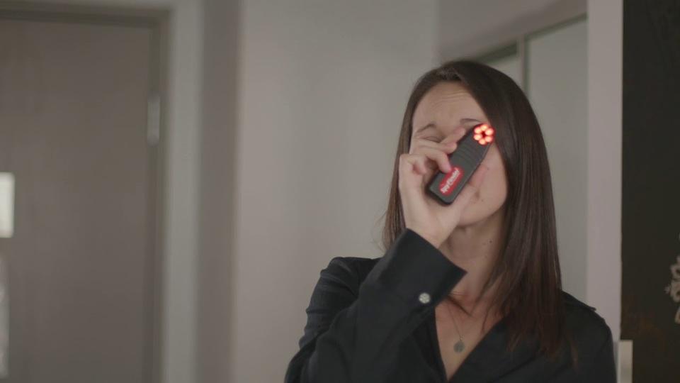 強烈なLEDストロボが隠しカメラを見つける「SpyFinder PRO」 | ギズモード・ジャパン