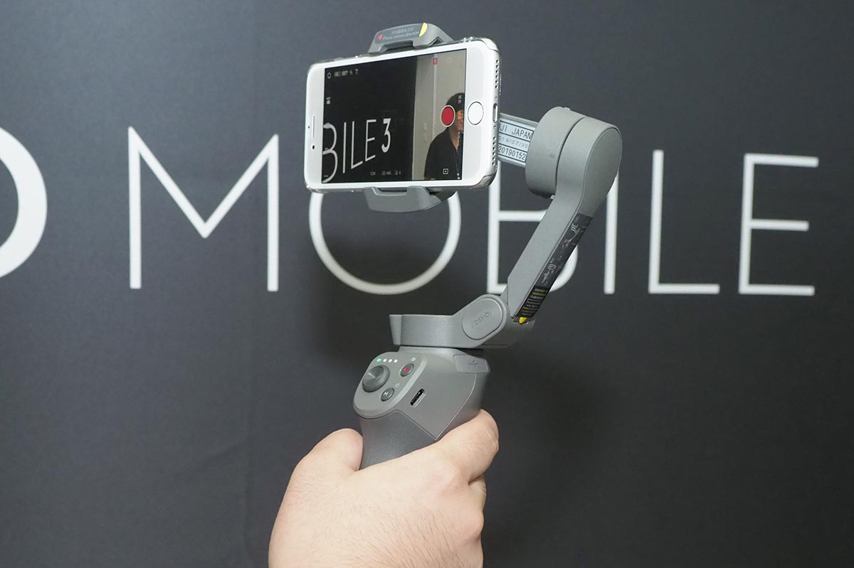 DJI、折り畳めるスマホジンバル「Osmo Mobile 3」。片手で本格撮影、13,500円 - AV Watch