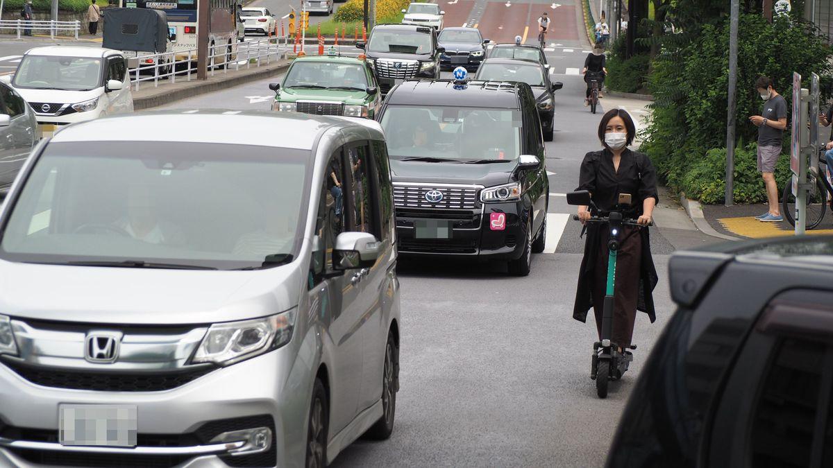 「ノーヘル、右折OK…あまりに危険」電動キックボードの車道走行は禁止すべきだ なぜ許可されたのか理解できない   PRESIDENT Online(プレジデントオンライン)