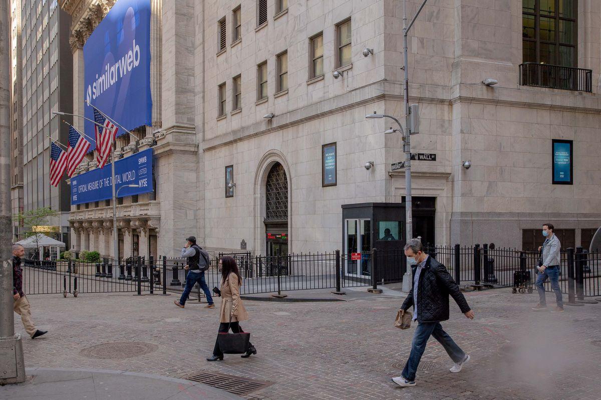 【米国市況】株反発、ハイテク中心に買い-失業保険統計を好感 - Bloomberg