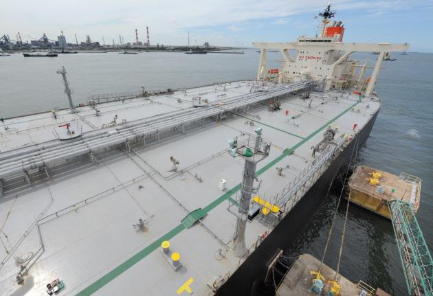 JXTGなど3社、イラン原油10月輸入停止へ  :日本経済新聞