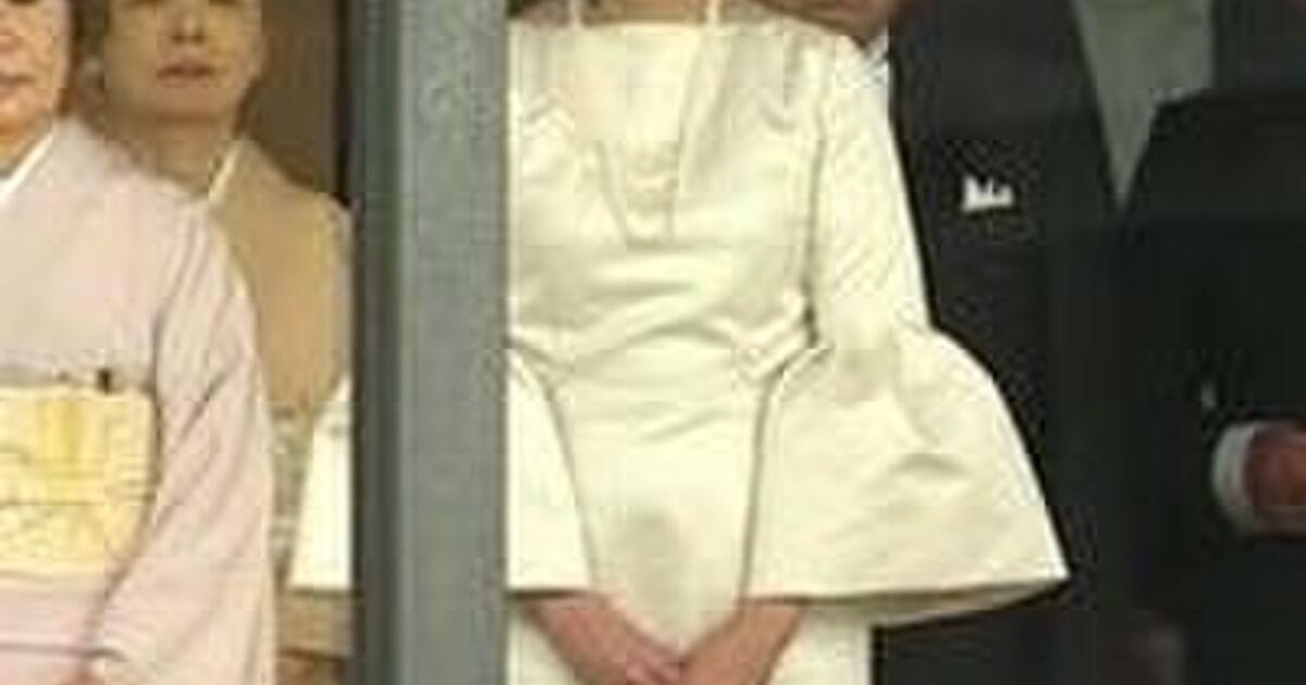 即位礼正殿の儀 安倍夫人 服装