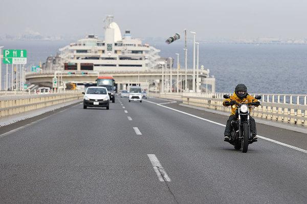 バイクの高速道路料金「半額」実現へ ユーザー長年の悲願 通過点としての「100km以上限定」   乗りものニュース