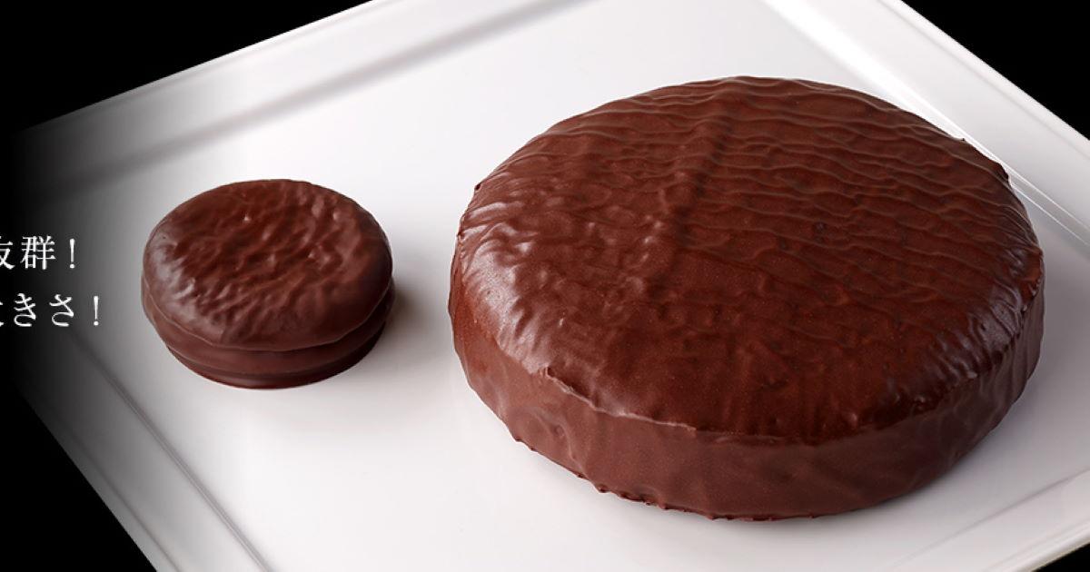 ロッテ「冬のチョコパイ」特大サイズのホールケーキが登場 チョコパイ比13倍の界王拳みたいな重量 - ねとらぼ