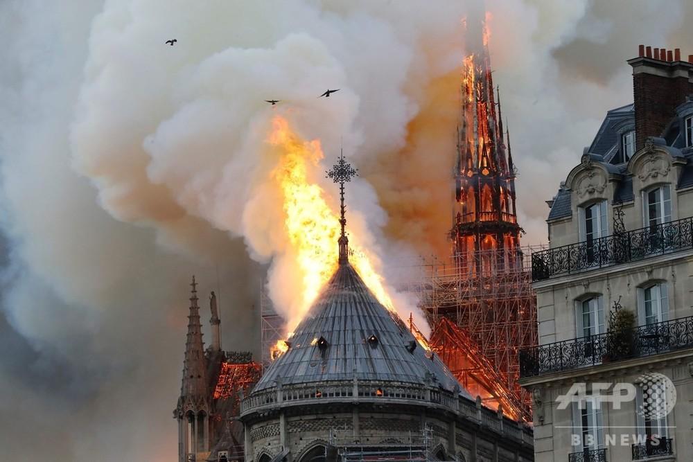 仏ノートルダム寺院で大規模火災 尖塔が崩壊 写真31枚 国際ニュース:AFPBB News