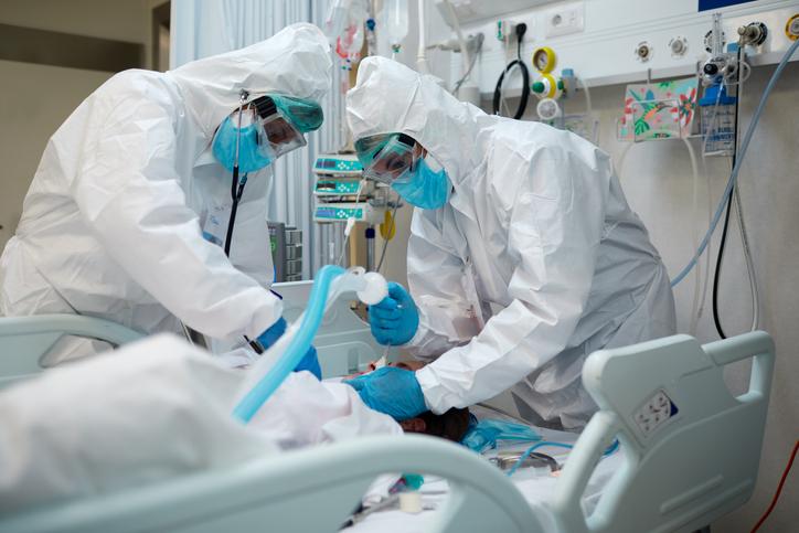 「ごめんね、もう手遅れなの」コロナ感染し重症になった若者が最後に医師に懇願すること「今からワクチンを打ってください」 : カラパイア