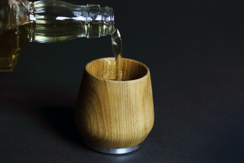 熟成樽からインスパイアされた木製のウイスキーカップ   ライフハッカー[日本版]