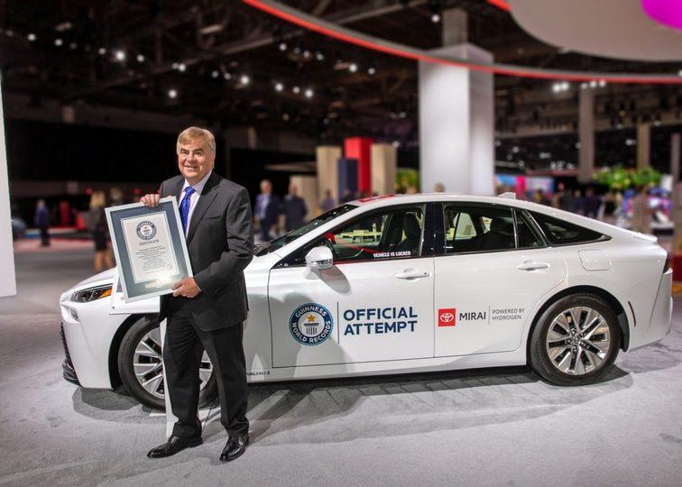 トヨタ「ミライ」が水素燃料満タンから無補給で1,360kmを走破しギネス世界記録を樹立 | ギズモード・ジャパン