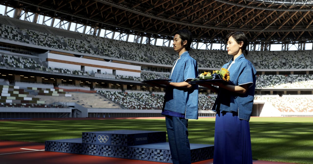 東京オリンピック表彰式の衣装が公開、ファッションディレクター山口壮大がデザイン