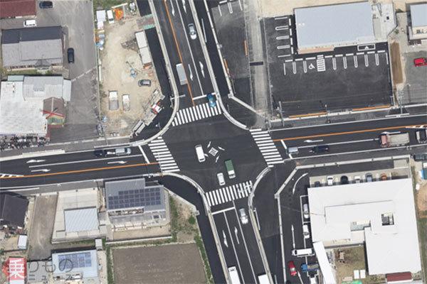 横断歩道「斜め」にしたら事故減少か 横断中の歩行者が見つけやすくなる納得の理屈 | 乗りものニュース