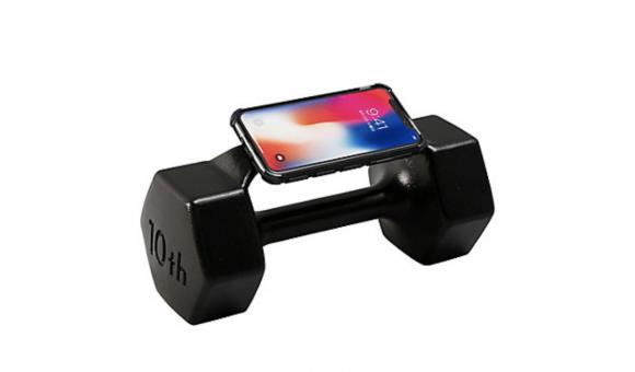 重さ10kgのスマホケース!?鉄アレイ型のiPhoneケースが登場! - iPhone Mania