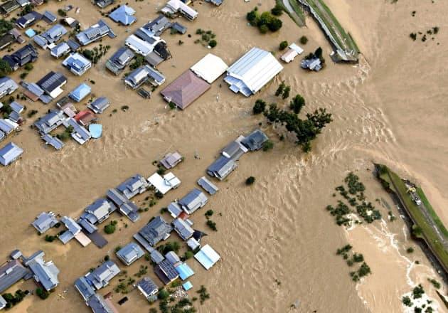 「もう堤防には頼れない」 国頼みの防災から転換を (写真=共同) :日本経済新聞