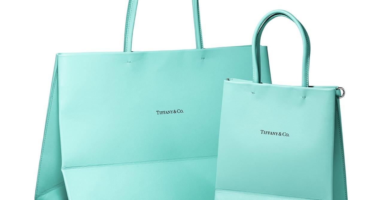 """「ティファニー」から17万円の""""ショッパー""""が登場、ロゴや折り目を再現したレザーバッグ発売"""