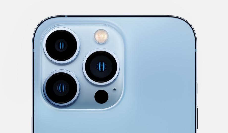 iPhone 13 Pro発表。でっか!カメラでっか!みっちり詰まった3眼の圧よ! #AppleEvent   ギズモード・ジャパン