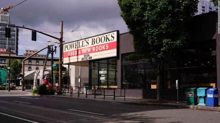 CNN.co.jp : 米人気書店、「書店のにおい」の香水を販売