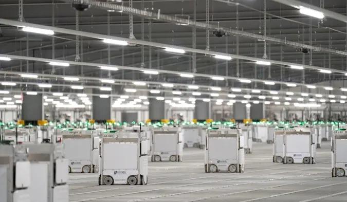 英オンラインストアの倉庫火災、原因は搬送ロボット3台の衝突事故 - Engadget 日本版